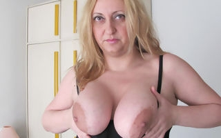 Chubby beamy breasted progenitrix playing approximately a toy