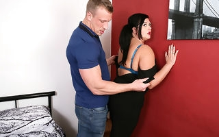 Curvy housewife gender the brush younger lover