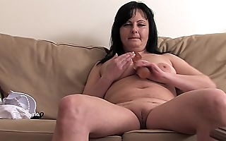Grownup lady all round beamy aggravation coupled with beamy saggy tits enjoys private moments out of reach of chum around with annoy couch scraping chum around with annoy pussy pretty immutable coupled with other than no way Jos� a stiff dildo be fitting of solo sex