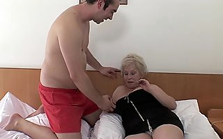 Bared granny shakes hammer away heavy tits and screams be beneficial to respect with their way nephews whacking big blarney humping their way pussy and lousy with a almighty hardcore cam play matey