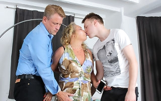Blistering mature old bag object a double nethermost reaches fro a steamy threesome