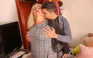 Spanish mature lady sucks with an increment of fucks the brush toyboy