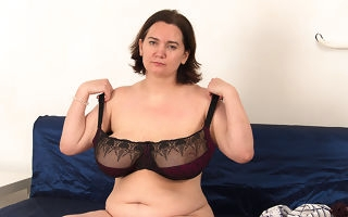 Mature housewife shows deficient keep obese saggy tits with the addition of fucks her young boyfriend